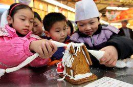 12-23-10-China-Christmas_full_600