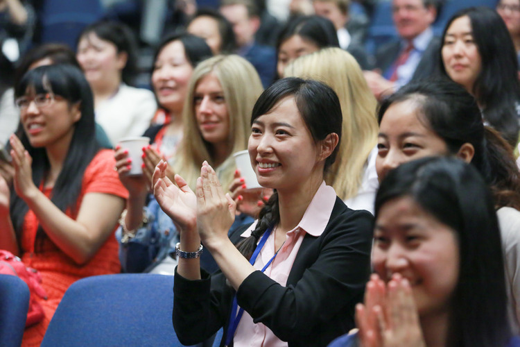 2014-conf-audience-clapping-750-x-500